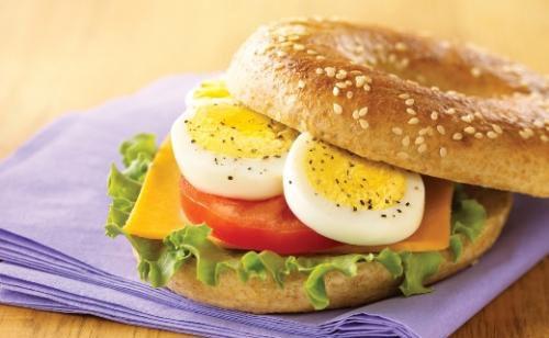 Бутерброди з маслом і яйцем