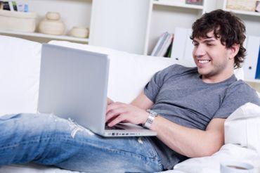 Чоловік і його віртуальні подруги