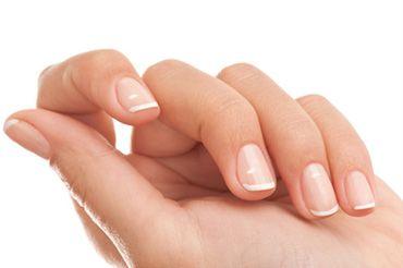 На нігтях з`явилися білі плями. Як позбутися?