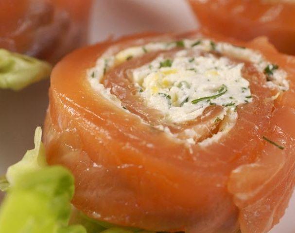 Рулетики лососевих закусочні