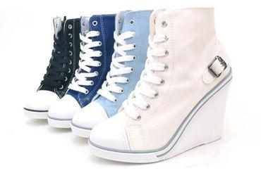 З чим носити кросівки на платформі?