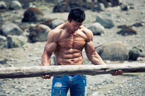 Сильні чоловіки з потужною фігурою (25 фото)